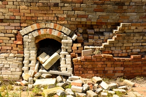 This image reminded me of the state of this historical site. The kiln appears to be spilling new bricks from its mouth... A feast for the eye of pattern and lines!