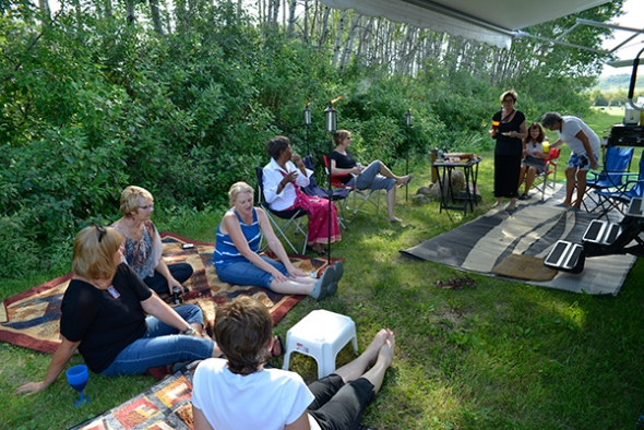 Bev and Cathy invited everyone to their temporary home for lemonade and snacks before Thursday dinner.