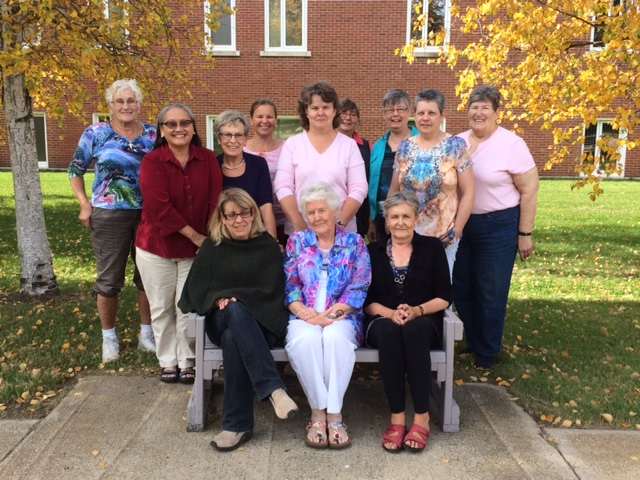 Art Quilt Campus Week 2 participants: From left to right: (seated) Theresa, Geraldine, Birdie, (standing) Emilie, Mei, Dorothy, Kristie, Adrienne, Diana, Eileen, Sharilyn, Carol.